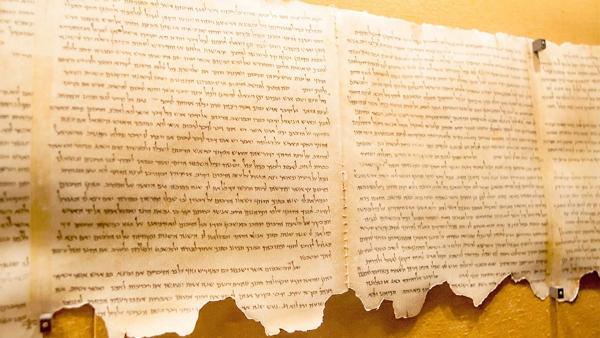 scroll pergament arhelogie biblia marea moarta